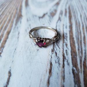 Jewelry - Vintage Heart Garnet ring size 7.75